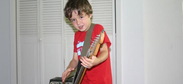 Simon Smith flailing on guitar 2